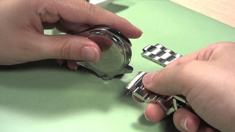 Separare cinturino e cassa in acciaio